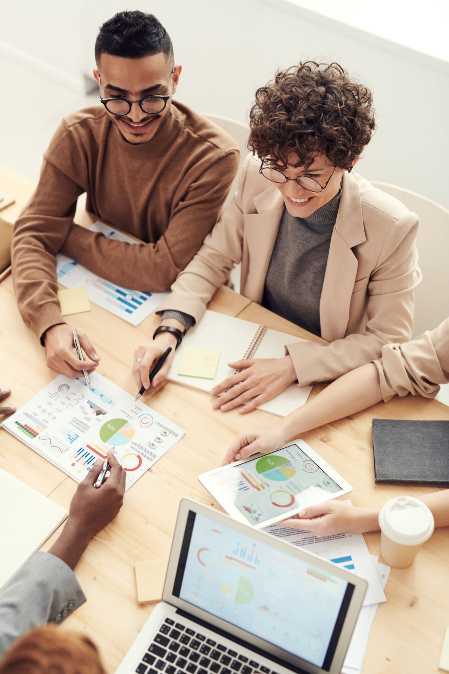 IT professionals cooperatively developing project plan